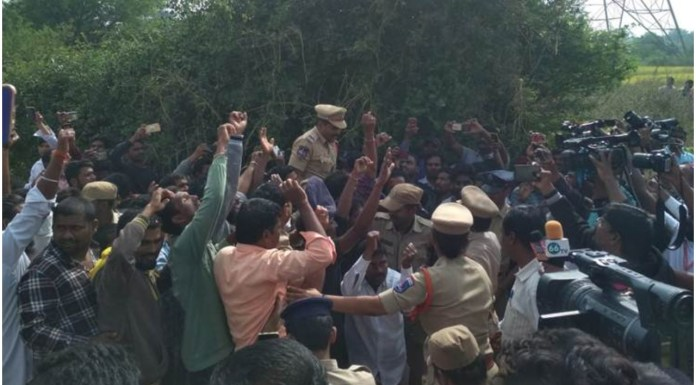 People in Hyderabad have been cheering for police personnel after the encounter of the four rapists