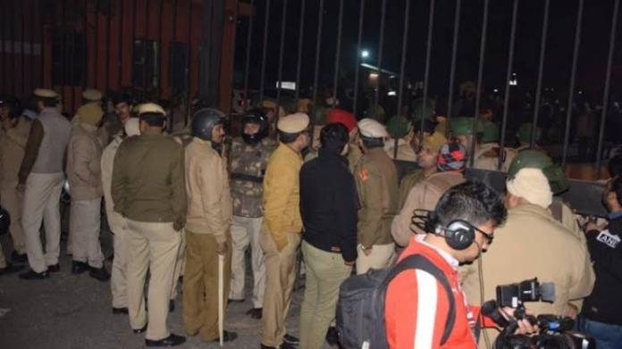 Republic journalist heckled, abused by violent JNU protestors