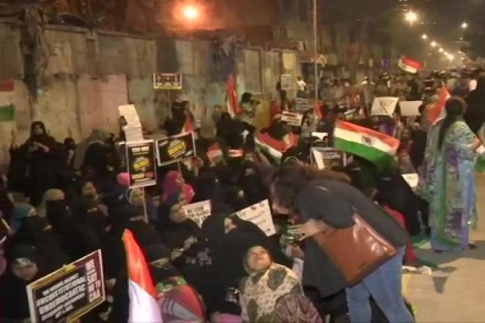 News Nation crew attacked at 'Mumbai Bagh' protests in Nagpada