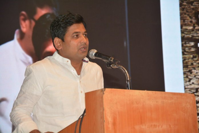 NCP Youth Wing President dishes out threat to journalist Bhau Torsekar for his critical remarks against Sharad Pawar