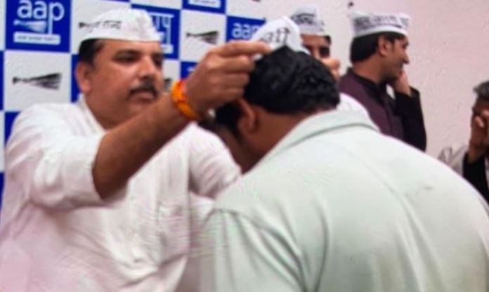 As Kapil Gujjar turns out to be AAP leader, here is how Sanjay Singh, who felicitated the shooter, blamed Amit Shah for Shaheen Bagh shooting
