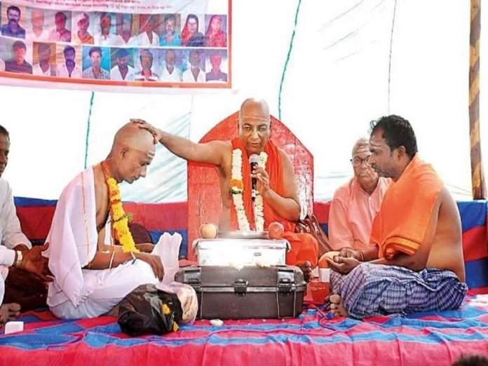 Muslim man inspired by Basavanna's teachings joins Lingayat Matha, to be anointed as its head