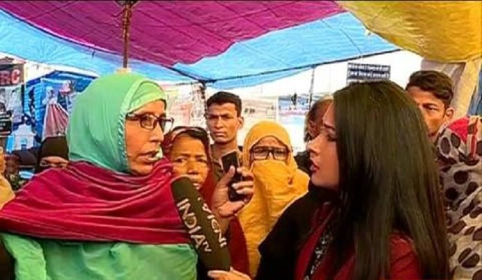 Shaheen Bagh 'protestors' heckle India TV journalists for exposing the truth of the empty protest site, blare siren to assemble mob