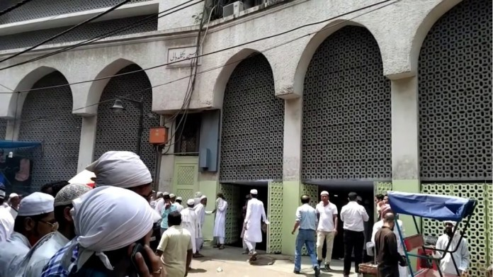 UP police starts searching for 157 people who had attended the Tablighi Jamat event in Delhi's Nizamuddin