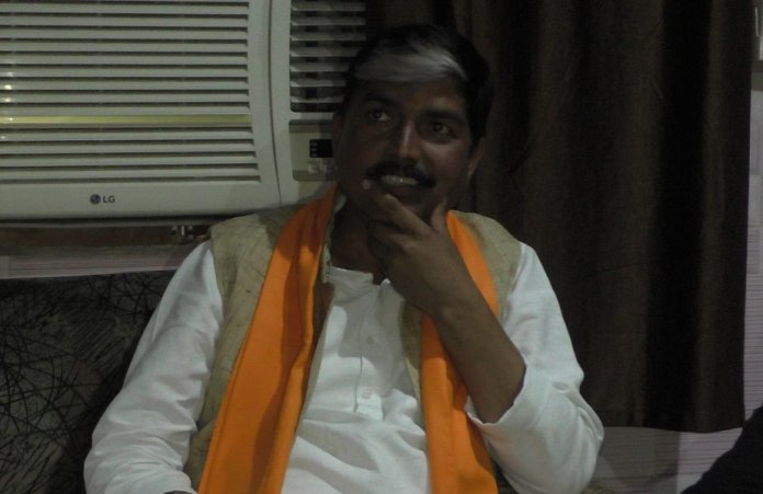 Hindu Yuva Vahini leader Rakesh Rai's car attacked in Azamgarh