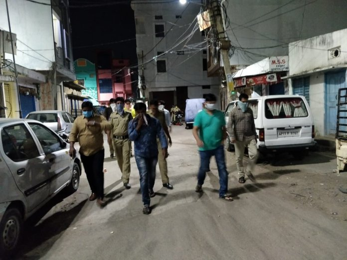 Telangana duo arrested for serving liquor to labourers defying lockdown rules