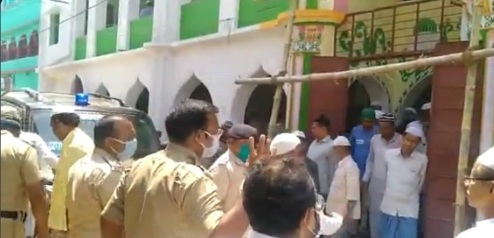 Hundreds gather in a mosque in Murshidabad defying lockdown