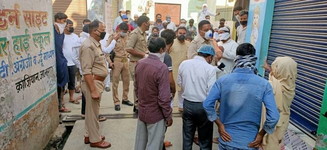 Muslim mob surrounded the Police at Muzaffarnagar