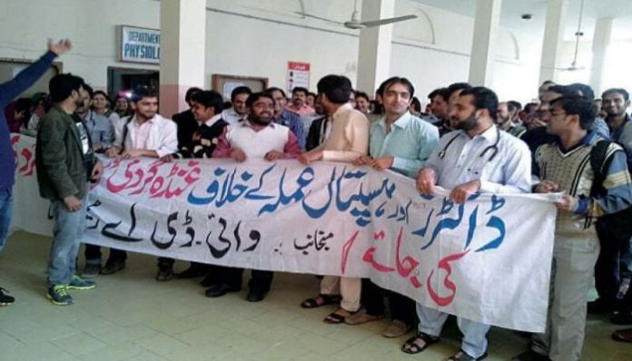 Doctors protest in Pakistan over PPE shortage, rising Coronavirus cases