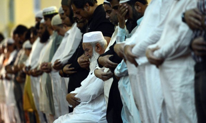 Mumbai Police books 125 people for flouting social distancing norms and performing funeral namaz