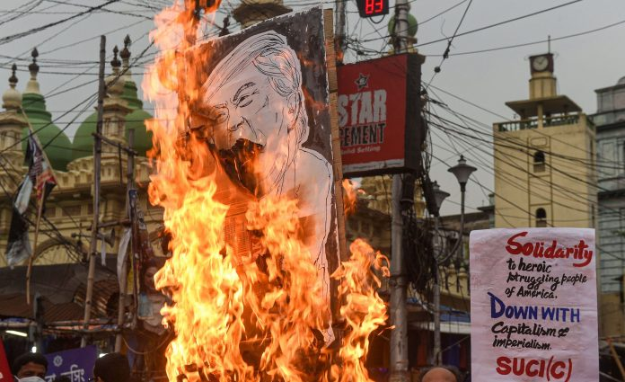 Communist group in Kolkata protests against Trump government, burns effigy