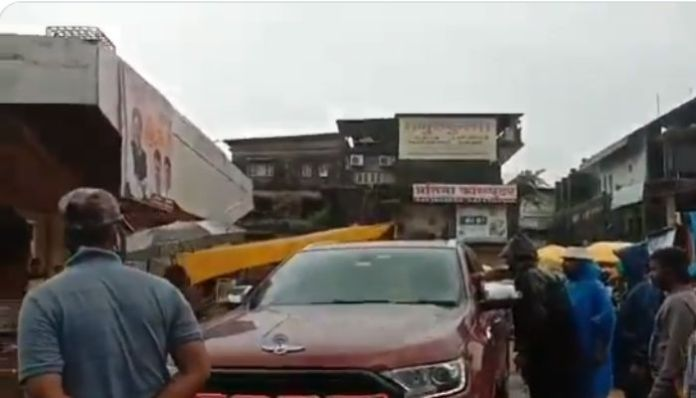 Son of Shiv Sena member threatens to fire traffic police officer