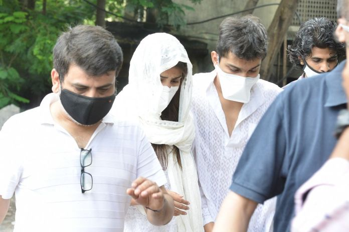 Rhea Chakraborty and her family during interrogation by ED