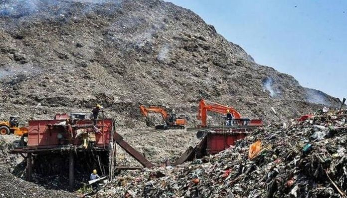 AAP compares sacred mountains with a landfill; netizens express disgust