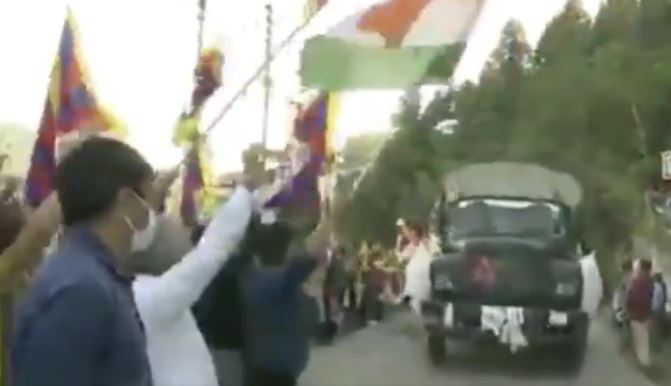 Indian Army convoy greeted by Tibetan community members in Shimla