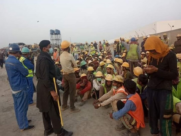 Pakistani labourers protest over wage disparity in CPEC