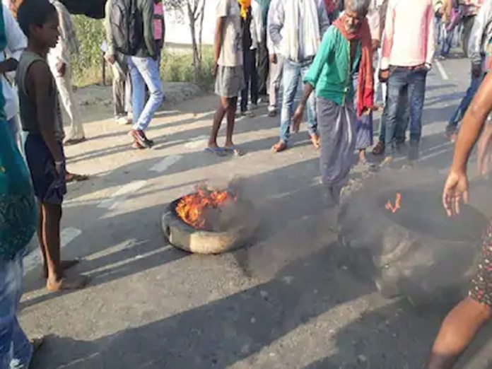RJD workers burning tyres