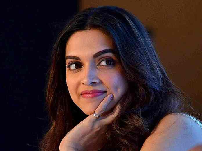 Netizens speculate after Deepika Padukone deletes pics from social media