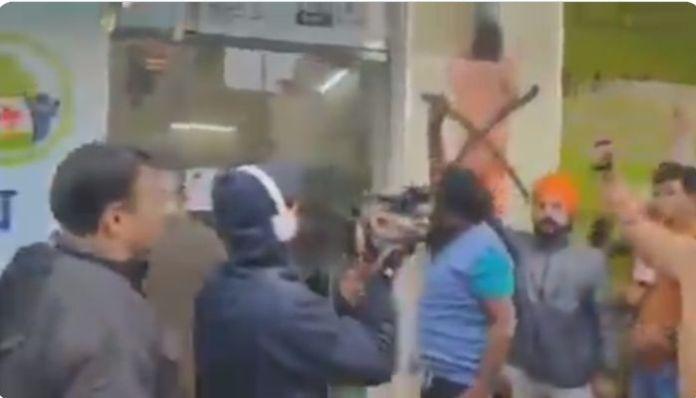 'Protestors' vandalise Patanjali stores, hail Baba Ramdev as 'anti-farmer'