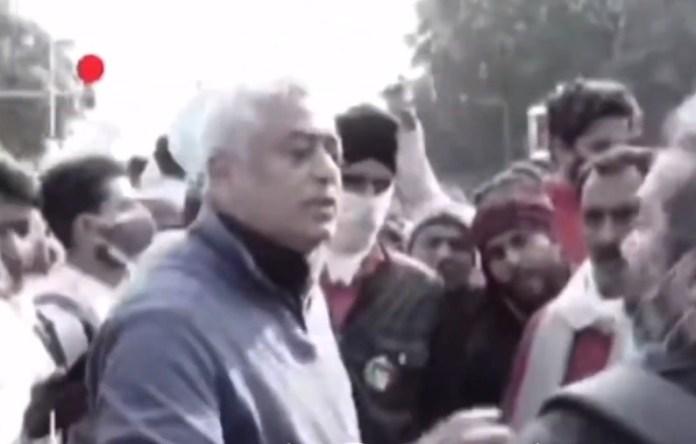 Rajdeep Sardesai heckled by protestors
