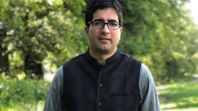 Islamists slam ex-IAS Shah Faesal after he praises India's vaccination drive