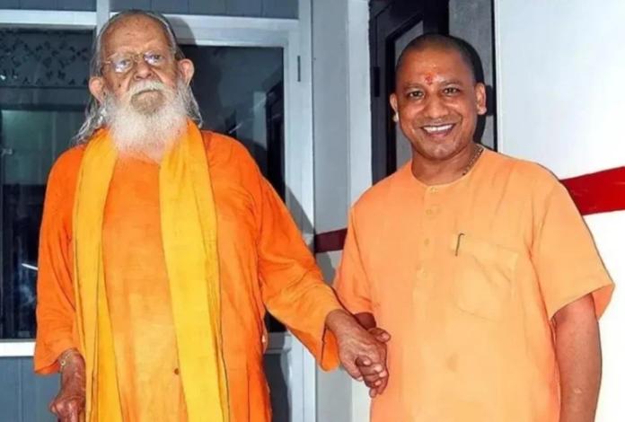 yogi adityanath with mahant avaidyanath