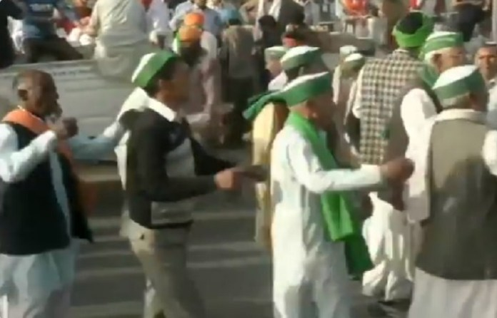 'Farmer protestors' sing and dance at Ghazipur during Bharat Bandh