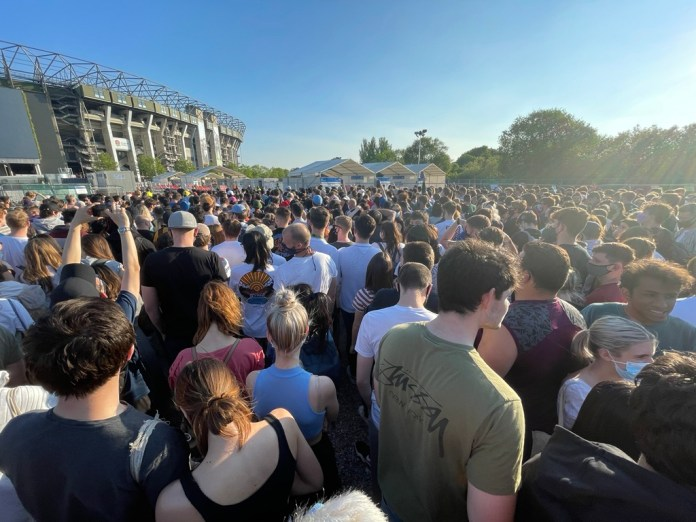 Thousands tun up at UK stadium to get vaccinated, return after doses get over