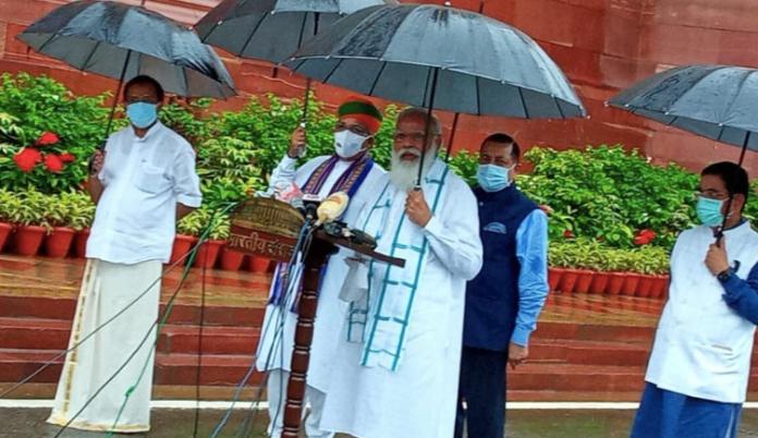 PM Modi asks people to take the Covid vaccine jab and become 'Baahubali'