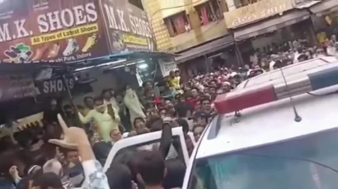 Violent mob attacks police van that had arrived to rescue 2 minor girls and their family who were harassed and attacked at Mumbai Bazaar, Indore