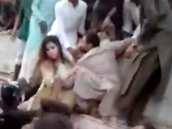 Hundreds of Pakistani men grope, molest, tear clothes of a woman in Lahore  on their Independence Day