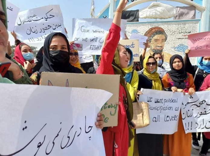 Women demand rights under Taliban rule, attracts counter-protests by others supporting Talibs chanting 'Death to America'