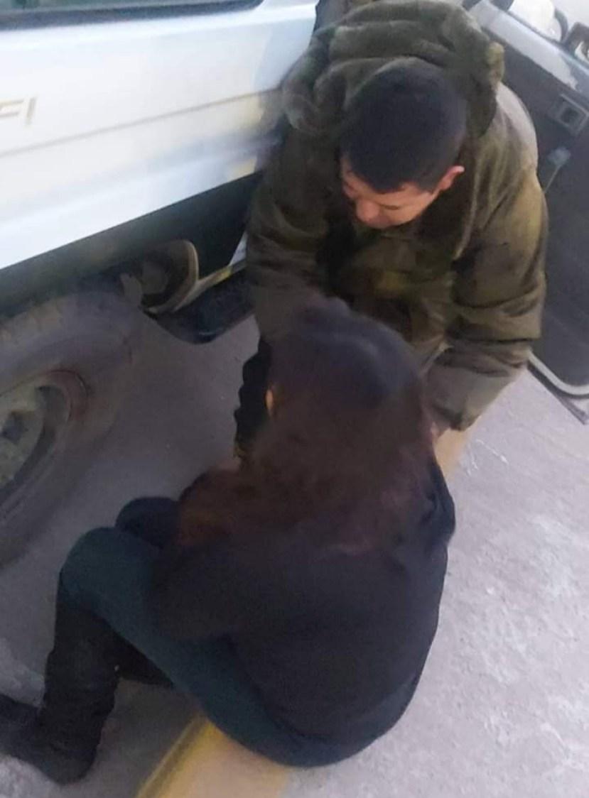 Mujer que fue detenida junto a un efectivo policial. FRECUENCIA POLICIAL