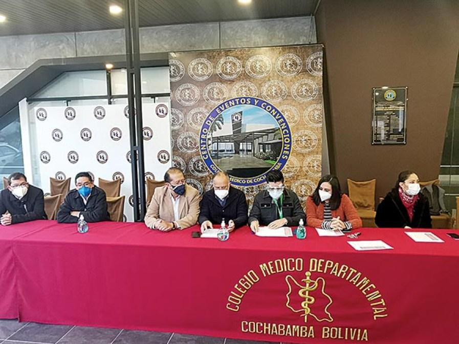 Médicos intensivistas miembros de la Sociedad de Medicina Crítica y Terapia Intensiva de Cochabamba.    MELISSA REVOLLO