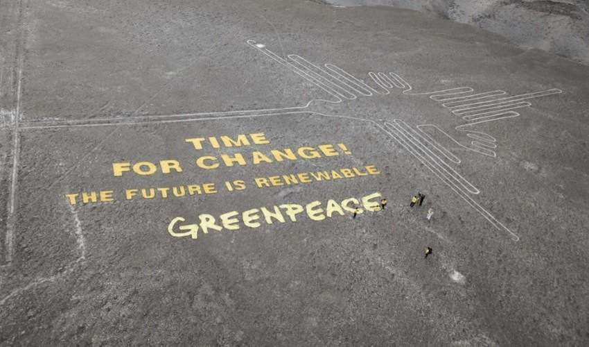 THOMAS REINECKE (TV NEWS) / GREENPEACE / AFP