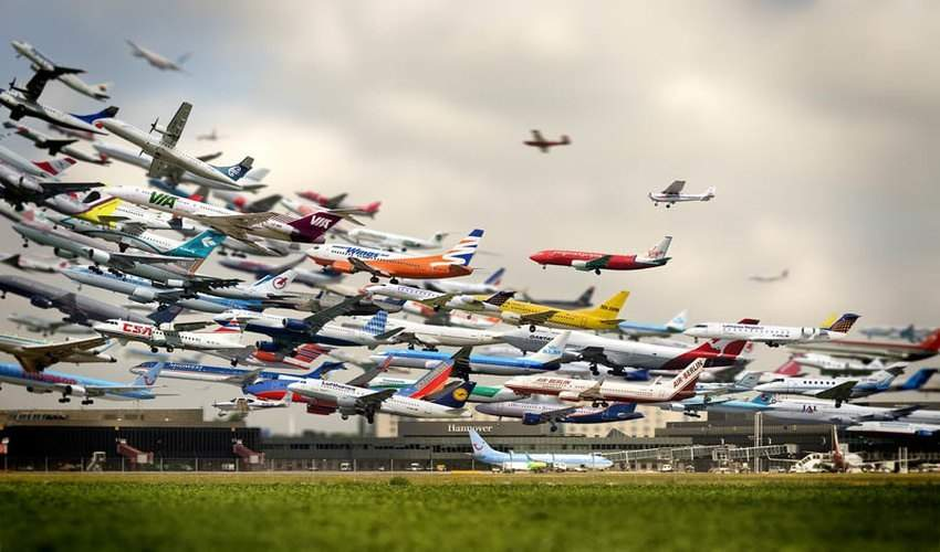 Hannover Airport Takeoffs - © Ho-Yeol Ryu