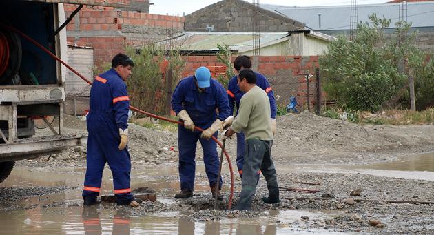 Empleados del sector cloacas de la Municipalidad de Río Gallegos - Foto: OPI Santa Cruz/Francisco Muñoz