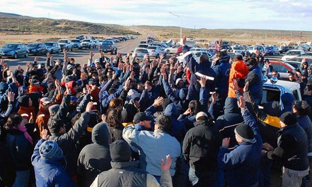 Los petroleros votan levantar la medida de fuerza por 10 días en toda Santa Cruz – Foto: Gentileza Alcides Quiroga