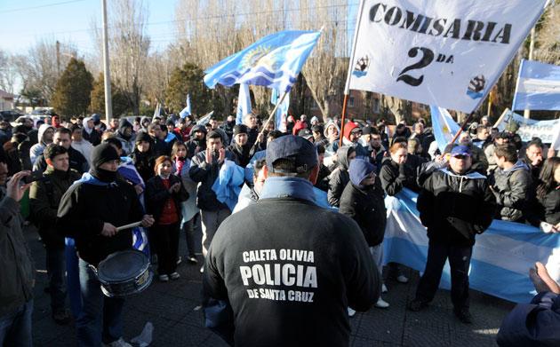 Hoy los policías frente a la Jefatura de Policía - Foto: OPI Santa Cruz/OPI Santa Cruz