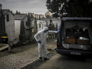 PORTUGAL-HEALTH-VIRUS-CEMETERY