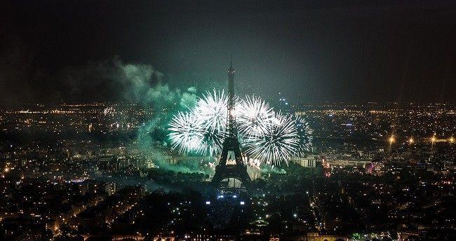 Feu-artifice-Paris-Tour-Eiffel