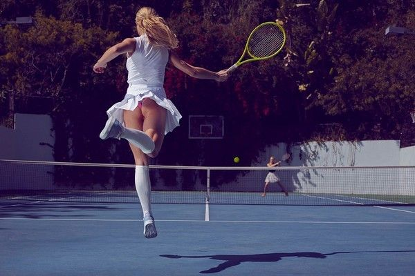 gourmet-upskirts-sneakers-publicite-fille-sexy-tennis
