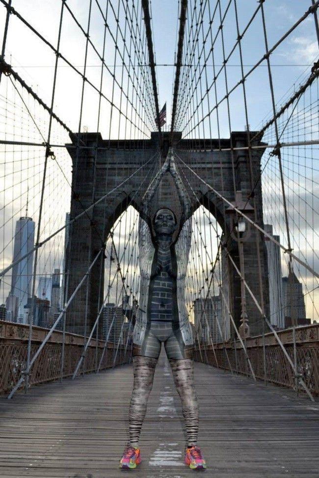 Trina-Merry-camouflage-Brooklyn-Bridge