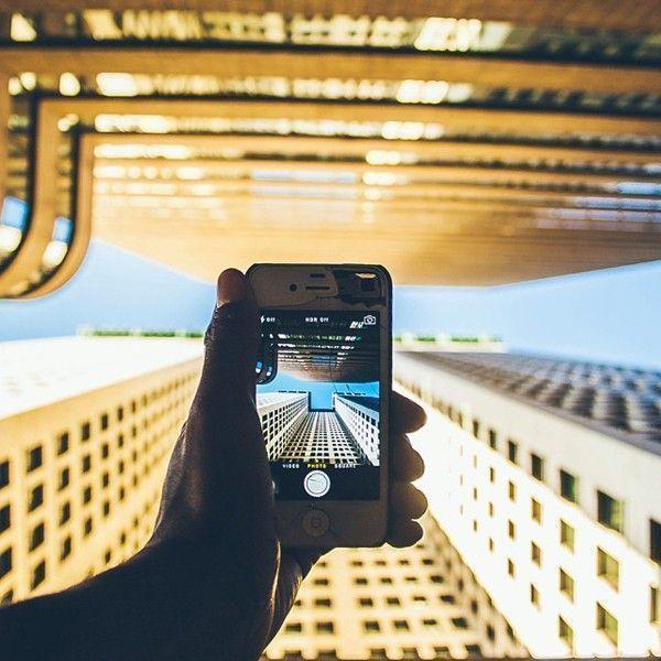 humza-deas-new-york-smartphone