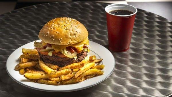 happy-day-s-burger-shop-heartbreak-and-docteur-pepper-glass-fcef6