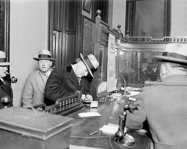 Polack Joe quitte la station de police de Chicago - 1929