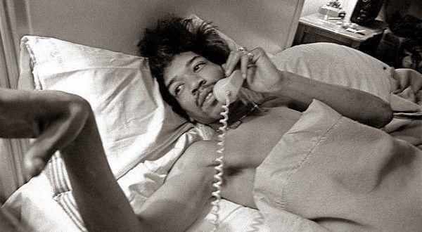 roz-kelly-Hendrix-bed-hotel-tel