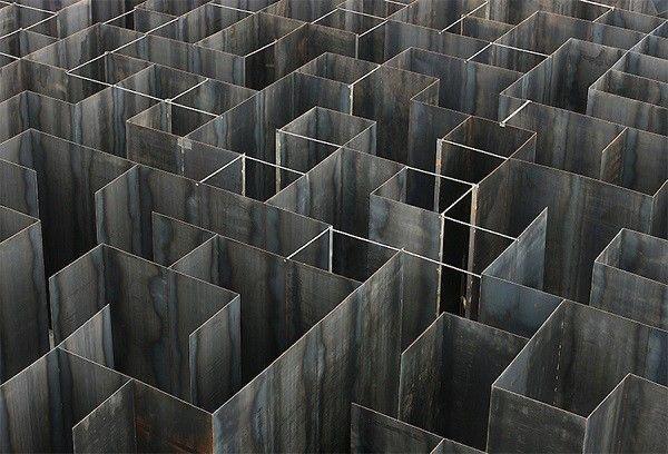 Gijs-Van-Vaerenbergh-labyrinthe-acier