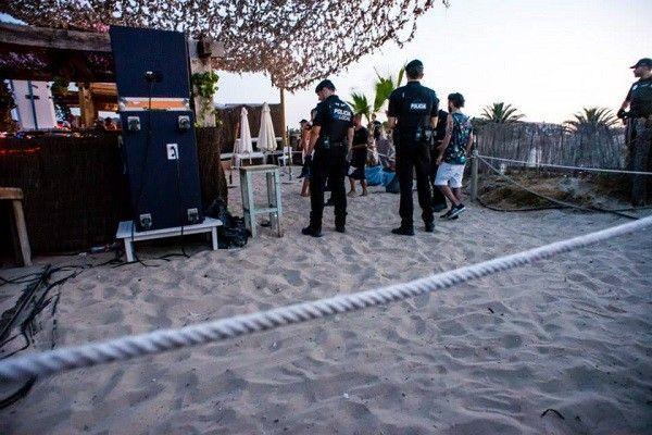 ibiza-tini-no-name-beach-police