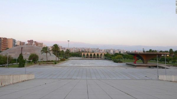 160714172040-tripoli-oscar-niemeyer-helipad-lebanese-pavilion-and-dome-r-to-ls-jane-kim-super-169